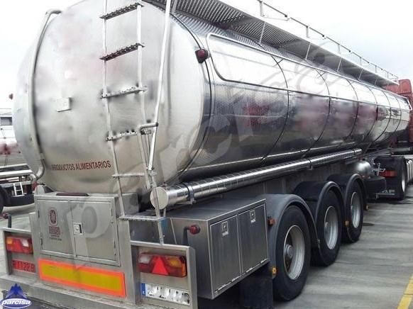 Cisterna Capacidad: 30.000 litros, Nº Compartimentos: 4, Año Fabricación: 2001, Matrícula: R-1122-BBG