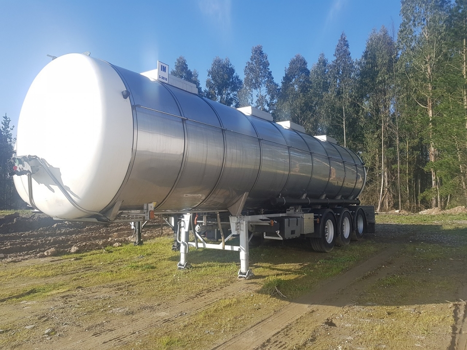 Tank  Capacity 31.800 litres, Compartments Nº: 4, Year of Manufacture: 2000, Plate Nº: R-1167-BBD