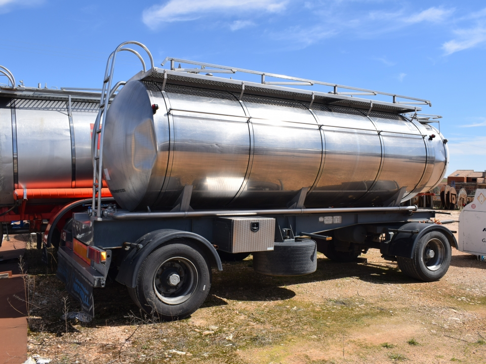 Tank  Capacity 11.000 litres, Compartments Nº: 2, Year of Manufacture: 2003, Plate Nº.: R-3112-BBL