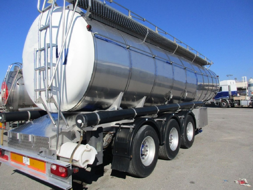 Cisterna Capacidad: 29.000 litros, Nº Compartimentos: 1, Año Fabricación: 1999, Matrícula: B-30270-R